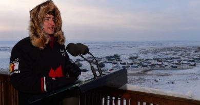 le-premier-ministre-justin-trudeau-en-visite-dans-le-nord-du-canada