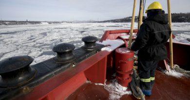 expedition-sur-brise-glace-pour-les-150-ans-du-canada