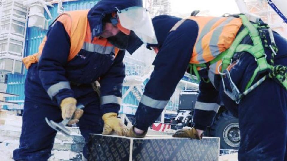 Des travailleurs de Sabetta. (Alex Sergeev/Radio-Canada)