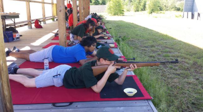 des-jeunes-autochtones-apprennent-les-rudiments-de-la-vie-militaire-au-camp-okpiapik