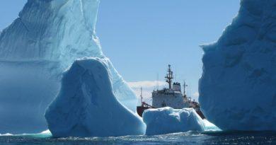 glaciers-atlantique-nord-cargo-garde-cotiere