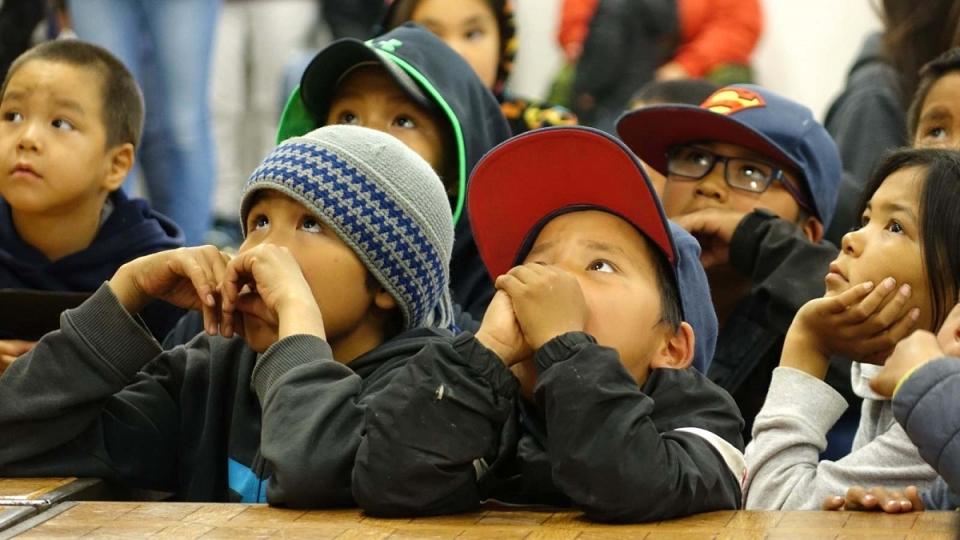 Des enfants de Clyde River. (Marie-Laure Josselin/Radio-Canada)