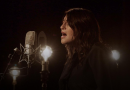 Vidéo : <em>Douce nuit, sainte nuit</em> interprétée en inuktitut par la chanteuse inuk Elisapie Isaac