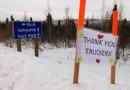 Sécurité alimentaire : des résidents du nord-ouest canadien saluent le travail des camionneurs