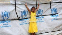 ملايين الأشخاص يهربون من الحروب والاضطهاد في بلادهم ويلجأون لبلاد أخرى وفي الصورة طفلة سورية على عاتق الأمم المتحدة في لبنان/رويترز