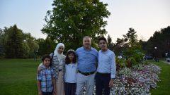 الدكتور محمّد فائز الرز الاختصاصي في الهندسة الطبيّة الحيويّة مع زوجته وأولاده/تقدمة محمّد فائز الرز