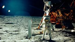 رائد الفضاء الأميركي ادوين (باز) ألدرين نزل على سطح القمر مع رفيقه نيل ارمسترونغ في 20-09-1969/Neil Armstrong/NASA/Reuters
