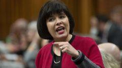 وزيرة الصحّة الكنديّة جينيت بيتيبا تايلور تؤكّد على أهميّة التوعية على مخاطر السيجارة الالكترونيّة/Adrian Wyld/ CP