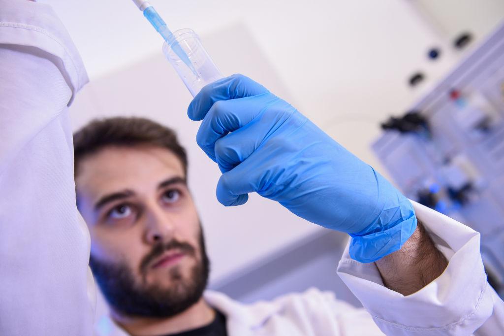 新冠疫苗问世后应该如何分配?