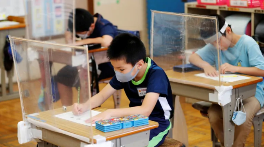 """联合国:疫情影响10亿孩子的教育,安全重返校园为 """"重中之重"""""""