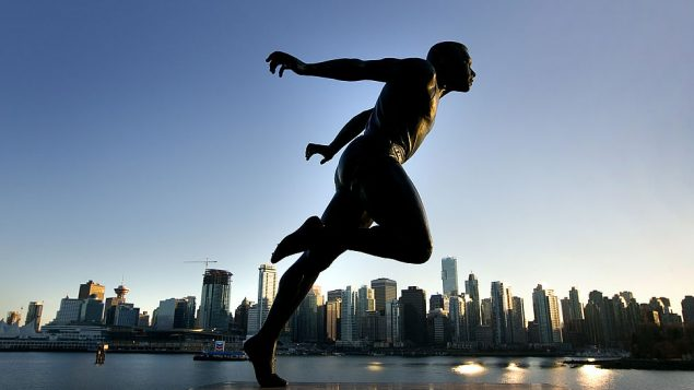 BC省西温哥华中学用著名黑人运动员的名字命名跑道